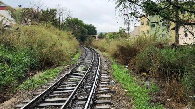 Prefeitura de PL cobra limpeza e manutenção da linha férrea