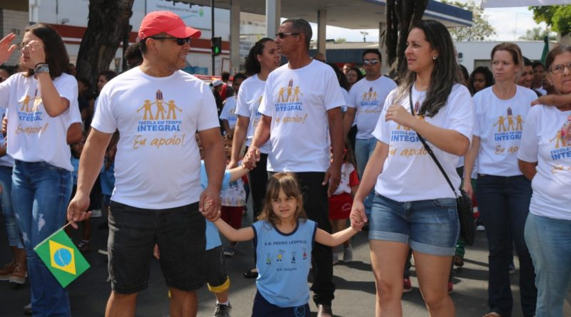 População prestigia Desfile de Sete de Setembro  em Pedro Leopoldo