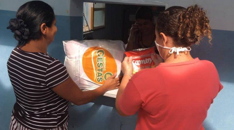 Lista dos beneficiários do Programa Bolsa Família com nomes e locais de entrega da cesta básica e kit higiene